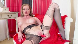 Amazing MILF in pantyhose solo