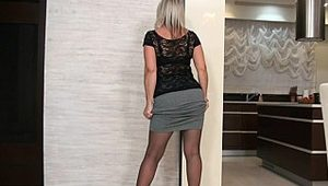 Thick GILF posing in pantyhose